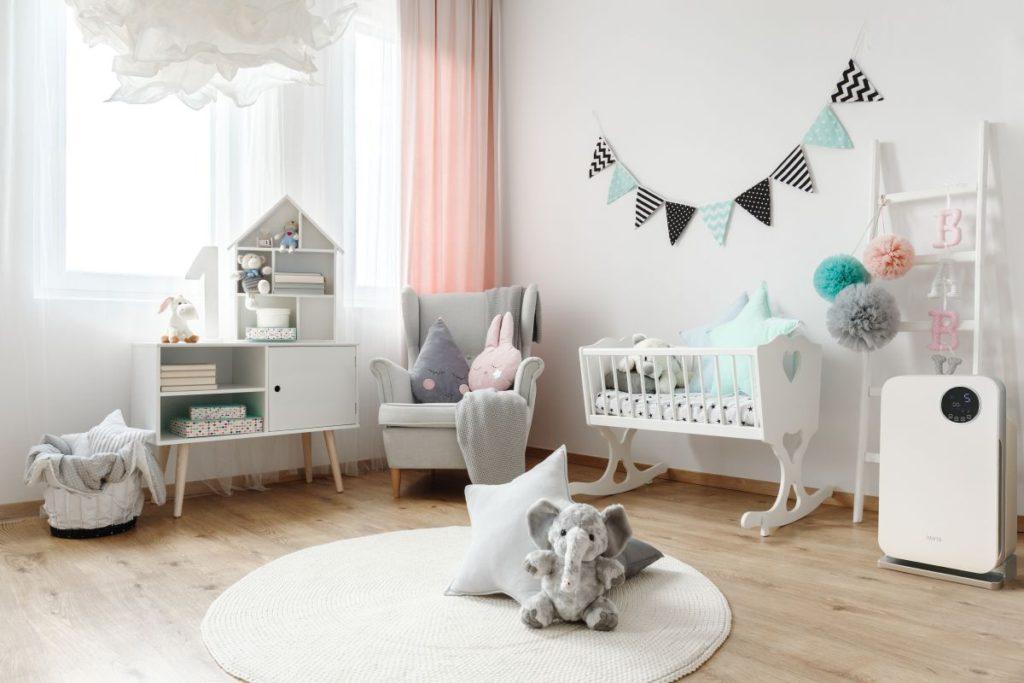 Oczyszczacz powietrza w pokoju dziecka.